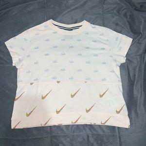 pink nike tee shirt size : Small